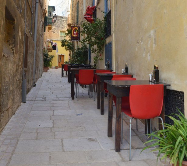 blog_birgu_chairs