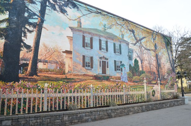 mural 7 - Briarly, Gone but not Forgotten, by John Kune, 2007.  Briarly, also known as Gunn House was built in 1840s.  From 1870 to 1985 it was owned by the Montgomery family and their descendents.