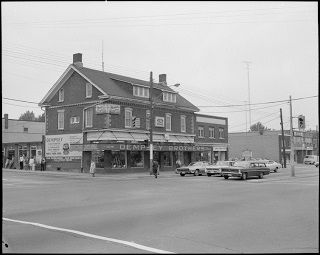 An old black and white photo of Dempseys store which was on the NW corner of Yonge & Sheppard.  It was a large 2 storey brick building with a porch across the front of the building.  You can see Yonge St. in this photo and some of the old cars that were stopped at the intersection.