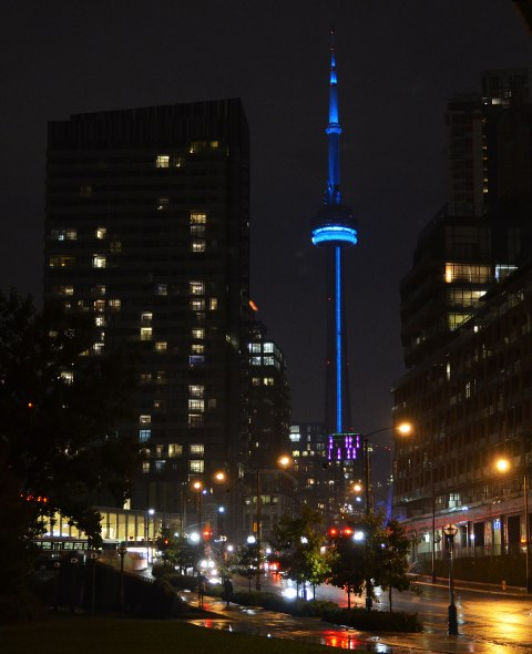 blog_cn_tower_night