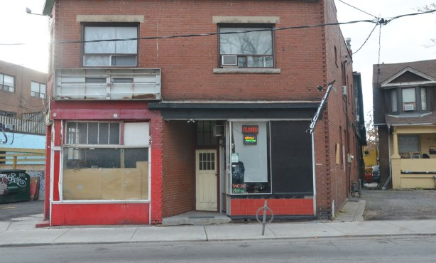 empty store front at 78 Vaughan Road, empty on one side a closed tattoo parlour on the other.