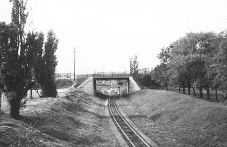 vintage photo from 1959, GTR tracks pass besidde Garrison Common park and under the bridge at Strachan Ave