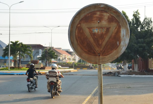 blog_rusted_stop_sign_motorcycles