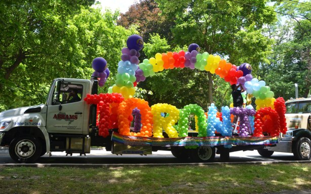 blog_toronto_float_balloons_pride