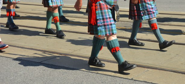 blog_bagpipe_shadows_street_parade