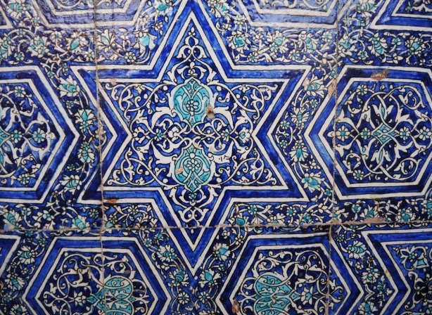 tiles mosaics in blue and white based in six pointed star and some intricate floral patterns