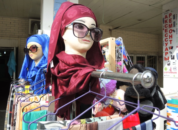 mannequin heads wearing head scarves and big sunglasses