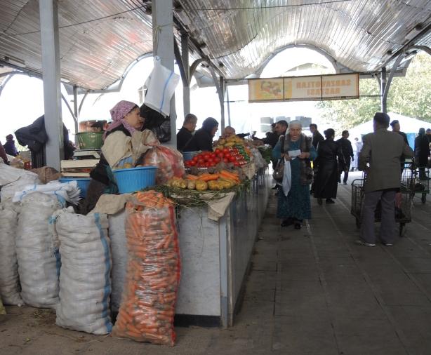 tash_market_potatoes_carrots