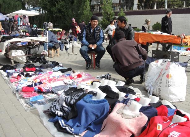 tash_market_sellers_outdoors