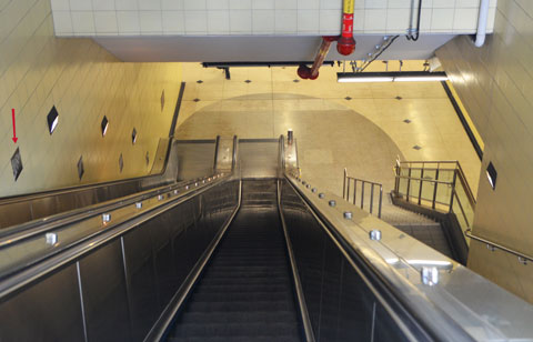 escalator down into Bessarion station