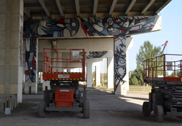 lifters under the gardiner, machinery for artists to reach higher spaces, murals