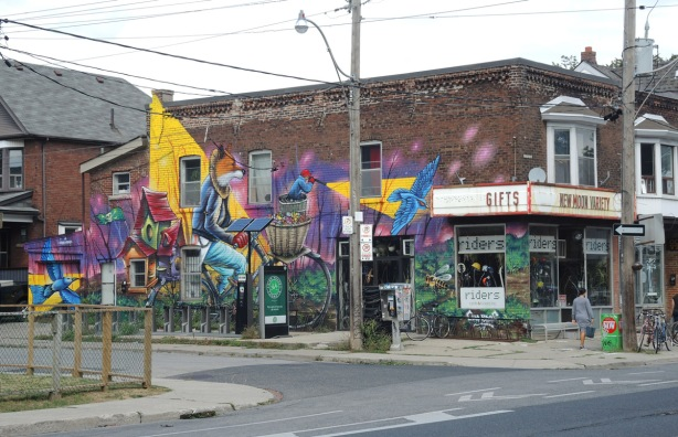 photo of the whole mural by Clandestinos (Shalak Attack and Bruno Smoky) on the side of Riders bike store,