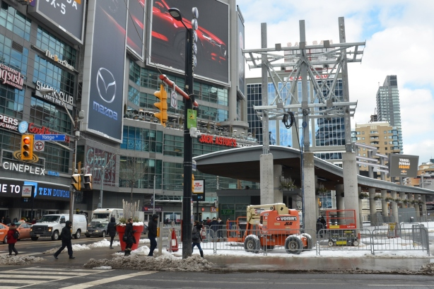 Yonge Dundas Square, men working on sign