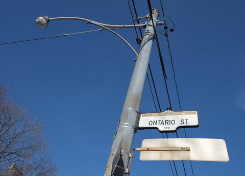toronto street sign for Ontario Street with the top part that says Old Town Toronto