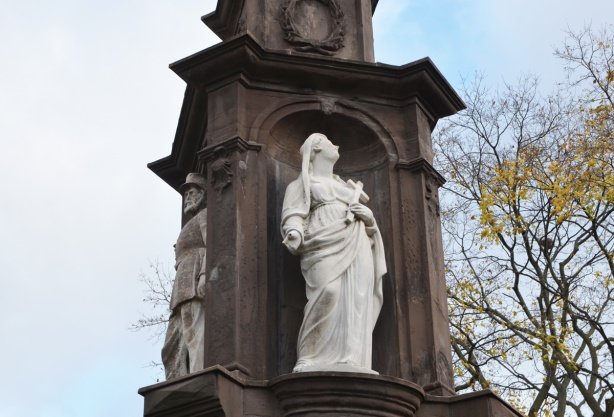 close up of statues on monument