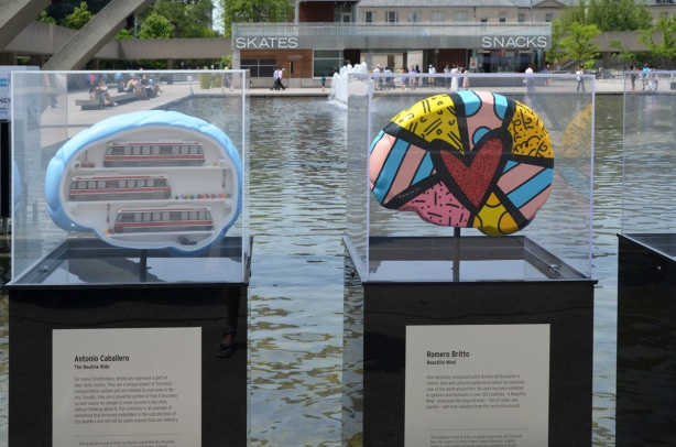 two brains on display, public art, sculptures, one by Antonio Acabbero and the other by Romero Britto