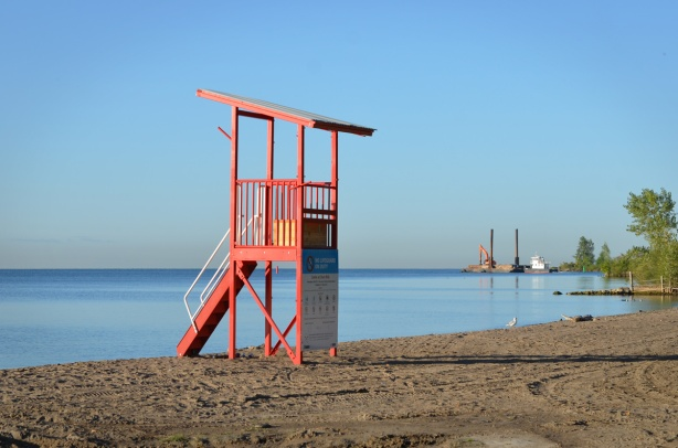 red lifeguard station on cherry beach in the morning