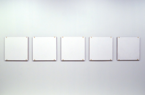 5 white squares arranged in a row on a gallery wall, an artwork by Robert Ryman