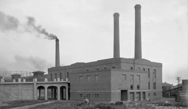 old black and white photo of garbage incinerator built in 1925, Toronto, large brick building