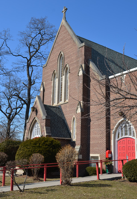 brick Don Mills United Church with bright red doors
