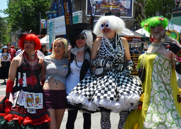 group, drag queens, pride parade