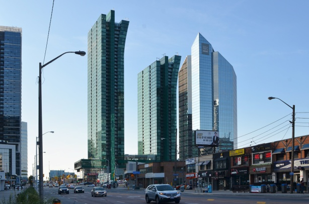 Emrald condos and development at the southwest corner of Yonge and Shephard