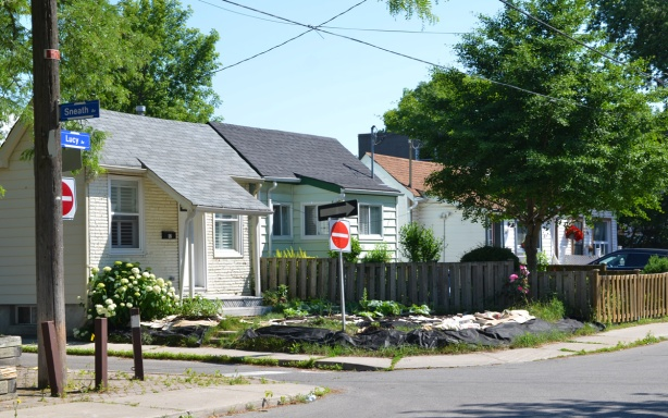 intersection of Sneath and Lucy, in Scarborough, small houses,