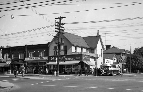 photo of the northeast corner of Yonge and Davisville, back when there was a flower shop on the corner