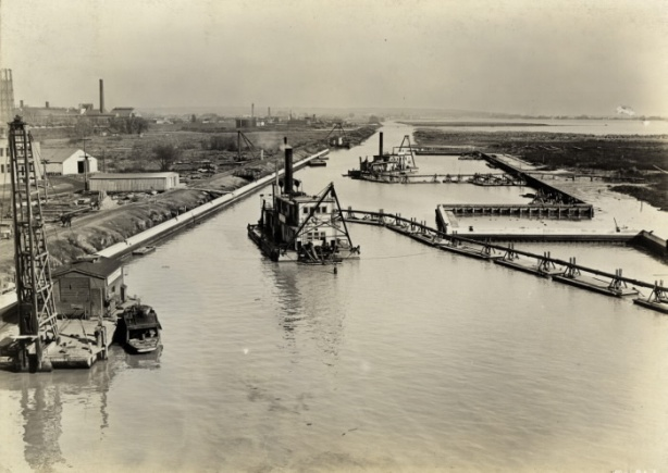 1914 picture of building of Keating channel to divery mouth of Don River to Lake Ontario, black and white vintage photo