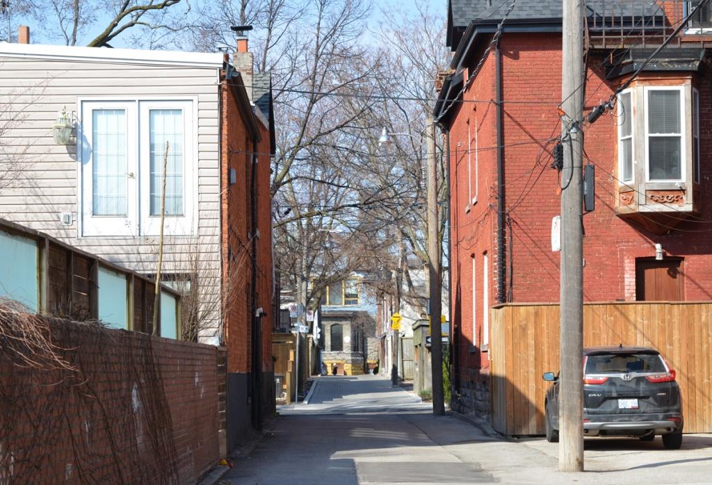 an alley in Cabbagetown
