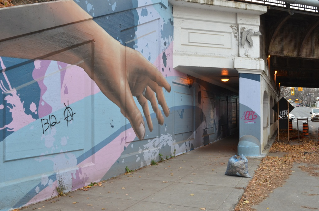a large realistic hand painted in a mural, part of Bridges in Art project