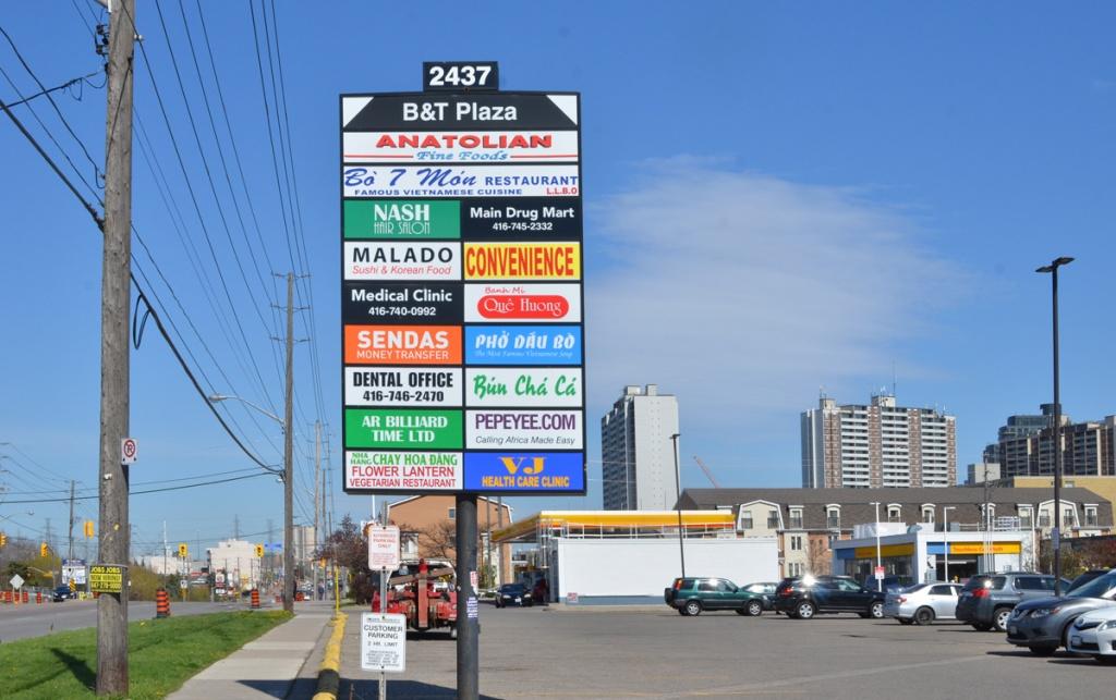 Sign for B & T plaza, 2437 Finch West, with many businesses listed, Anatolian fine foods, Malado Sushi & korean food, Sendas Money transfer, Chay Hoa Dang Flower Lantern Vegetarian restaurant, PePeyee(dot)com, Nash hair salon, etc