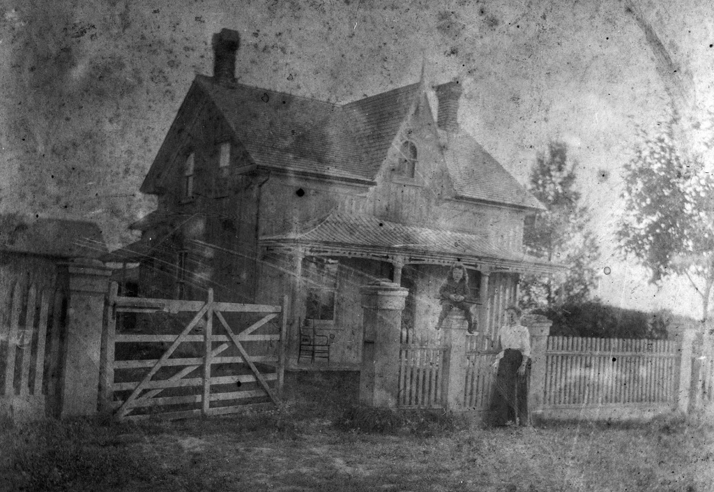 black and white photo of Devins homestead at Finch and Weston Road.