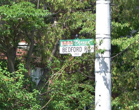 Bedford Rd street sign with it's green Annex top