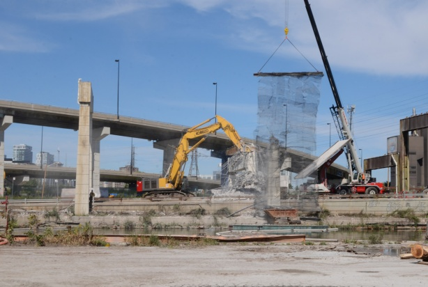 demolition of the Gardiner, yellow crane, by Keating channel